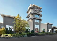 Four Points by Sheraton Melville Long Island - Plainview - Building