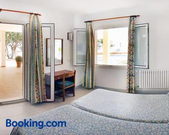 Apartamentos Villa Sirena - Cala Figuera - Bedroom