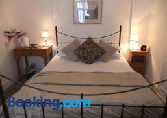 Sheephouse Manor - Maidenhead - Bedroom