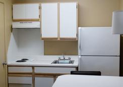 Extended Stay America - Clearwater - Carillon Park - Clearwater - Kitchen