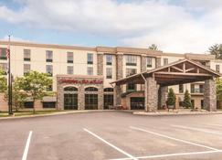 Hampton Inn & Suites Lake George - Lake George - Building