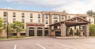 Hampton Inn & Suites Lake George - Lake George - Edifício