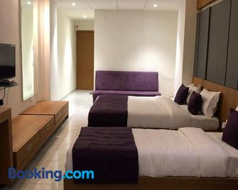 Hotel Blue Moon - Gandhinagar - Bedroom