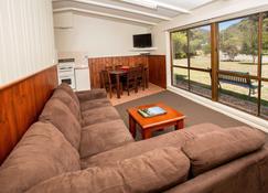 Big4 Nrma Halls Gap Holiday Park - Halls Gap - Living room