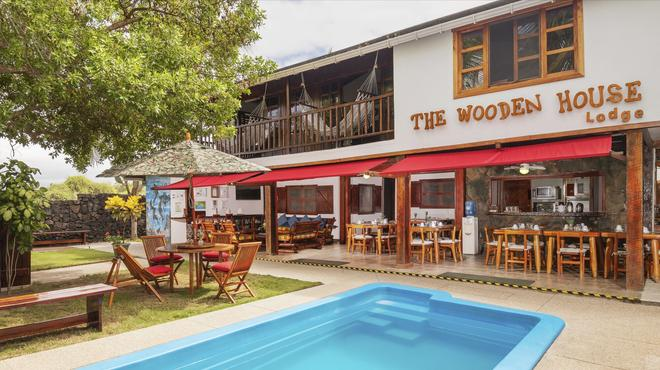The Wooden House Lodge - Puerto Villamil - Building