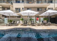 Byron Bay Hotel and Apartments - Byron Bay - Pool