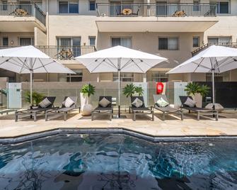 Byron Bay Hotel and Apartments - Byron Bay - Bể bơi