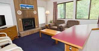 Sequim Bay Lodge - Sequim - Living room