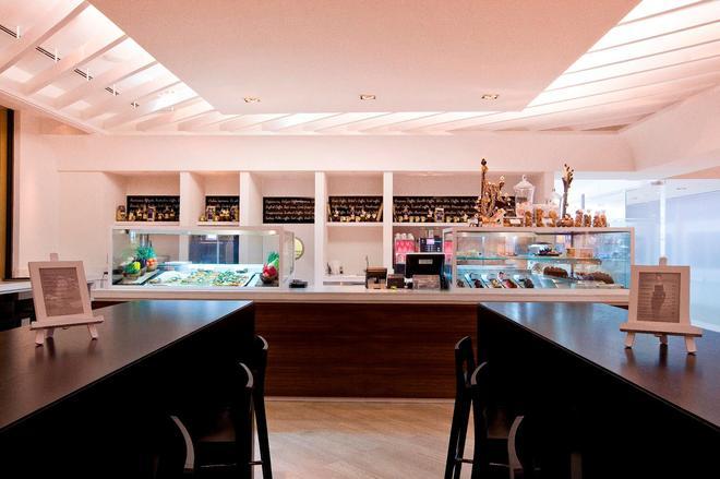 JA Ocean View Hotel - Dubai - Bar