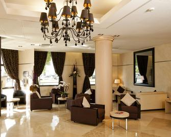 Residhome Appart Hotel Paris-Evry - Évry - Lobby