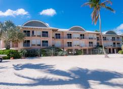Chesapeake Beach Resort - Islamorada - Building