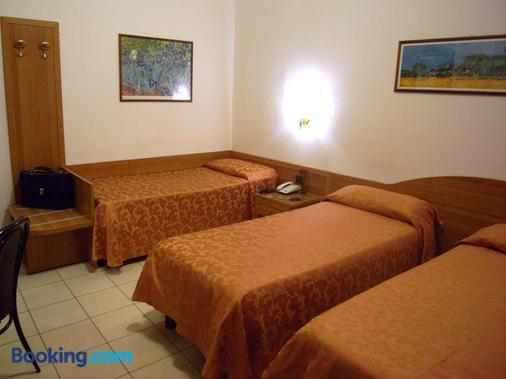 Hotel Mondial - Milan - Phòng ngủ