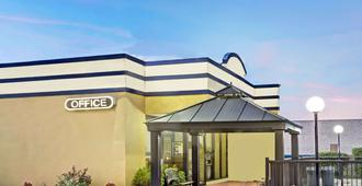 Days Inn by Wyndham Norfolk Military Circle - Norfolk - Edificio