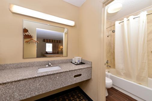 Americas Best Value Inn Kimball - Kimball - Bathroom