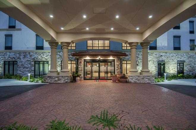Hampton Inn & Suites - Pensacola/I-10 Pine Forest Road, FL - Pensacola - Building