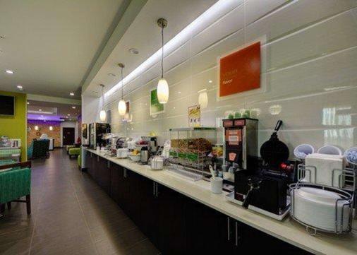 Comfort Inn and Suites Tulsa - Tulsa - Buffet