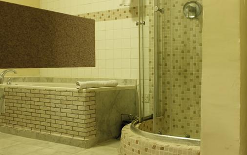 Westown Hotels Ikeja - Lagos - Bathroom