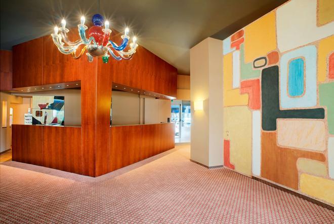 Hotel Barchetta Excelsior - Como - Front desk