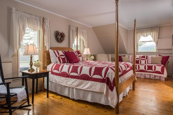 Brass Lantern Inn - Stowe - Bedroom