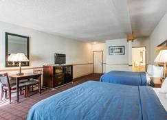 Quality Inn near Mammoth Mountain Ski Resort - Mammoth Lakes - Bedroom