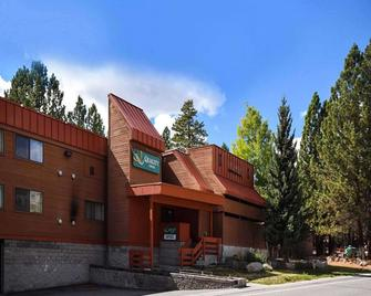 Quality Inn near Mammoth Mountain Ski Resort - Mammoth Lakes - Building