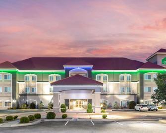 La Quinta Inn & Suites by Wyndham Tucumcari - Tucumcari - Building