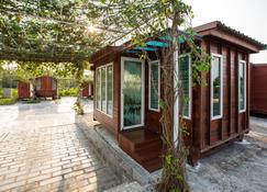 Prew Lom Chom Nam - Ban Phan Sadet Nok - Vista del exterior