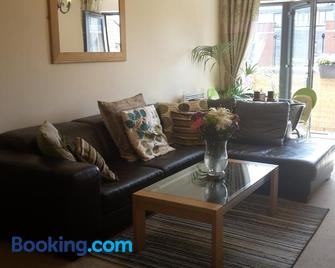 River view Apartment - Stourport-on-Severn - Living room