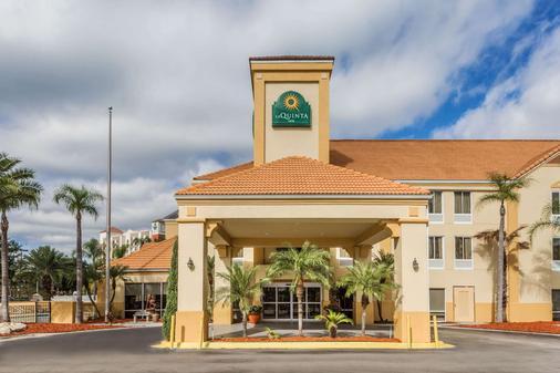 La Quinta Inn & Suites by Wyndham Orlando Universal area - Orlando - Gebouw