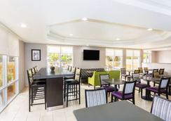 La Quinta Inn & Suites by Wyndham Orlando Universal area - Orlando - Nhà hàng