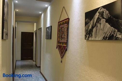 Guest House Crocus - Bishkek - Hallway