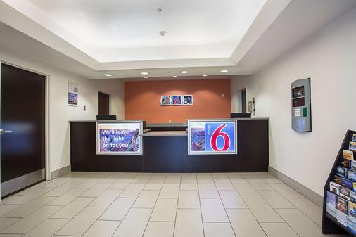 Motel 6 Page - Page - Front desk