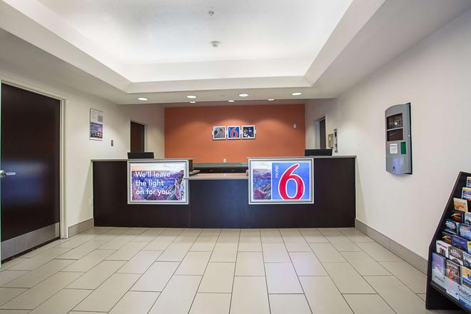 Motel 6 Page - Page - Vastaanotto