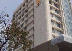 Keys Select Visakhapatnam - By Lemon Tree Hotels - Visakhapatnam - Edificio