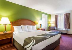 Quality Inn North - Battleboro - Bedroom