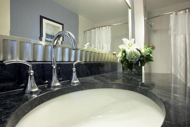 Hyatt Regency Buffalo Hotel And Conference Center - Buffalo - Bathroom