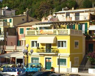 Affittacamere Villa Giulia - Moneglia - Building