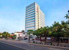Favehotel Manahan - Solo - Surakarta City - Building