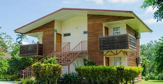 Eco Hostel - La Fortuna - Building
