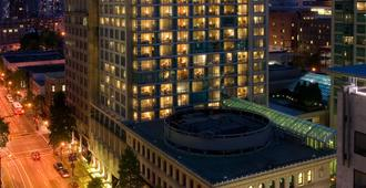 Delta Hotels by Marriott Vancouver Downtown Suites - Vancouver - Building