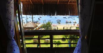 沙灘木屋旅館及青年旅舍 - Vila do Abraao - 陽台