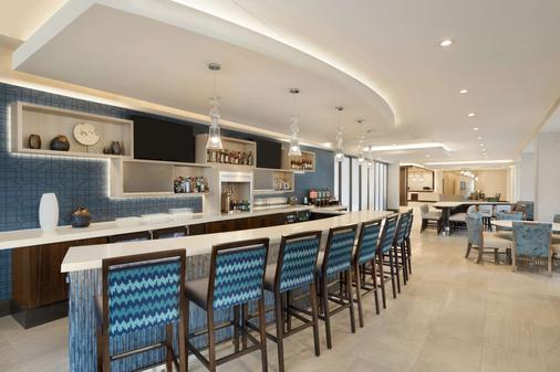 Homewood Suites by Hilton Arlington Rosslyn Key Bridge - Arlington - Bar