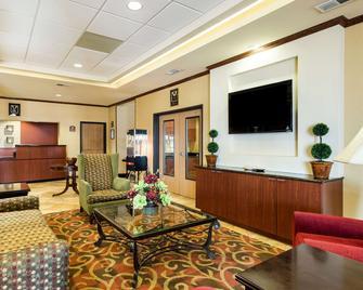 Comfort Inn & Suites - Blytheville - Вітальня