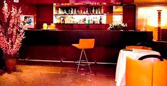 Boston Hotel - בארי - בר