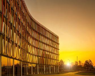 Radisson Blu Hotel & Convention Centre, Kigali - Kigali - Building