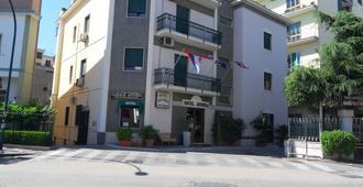 Hotel Astoria Pompei - פומפיי - בניין