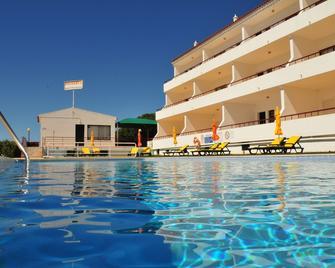 Solgarve - Quarteira - Zwembad