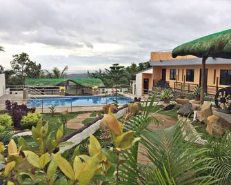 Luke's Haven Private Pool and Events Place - Baras - Pool