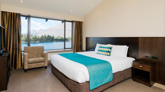 Copthorne Hotel And Resort Queenstown Lakefront - Queenstown - Bedroom