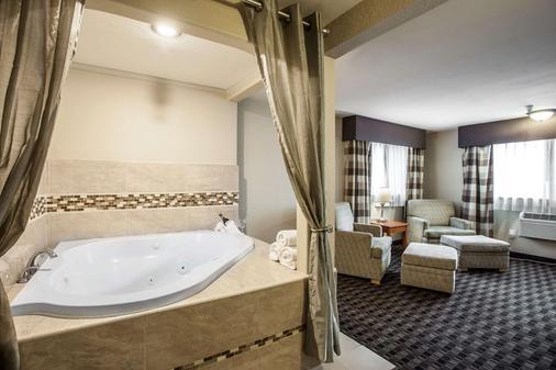 Clarion Hotel - Renton - Bathroom